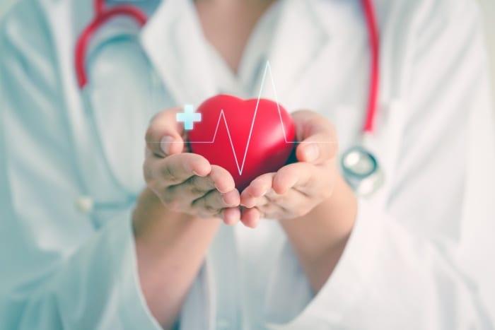 Como escolher o melhor eletrocardiógrafo para garantir a qualidade do eletrocardiograma?