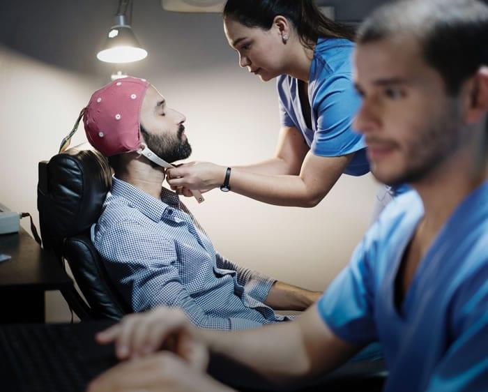 Quais as vantagens do eletroencefalograma ocupacional?