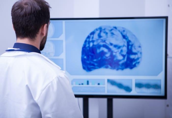 Como é realizado o exame de tomografia?
