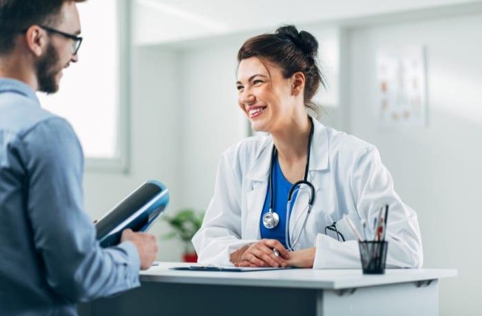 Divisão do consultório médico com profissionais de outras especialidades