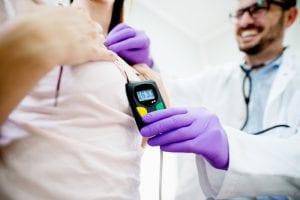 Em quais casos se deve aplicar o exame eletrocardiograma de longa duração?