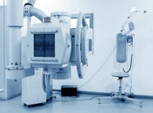 equipamento de raio x na sala de radiologia