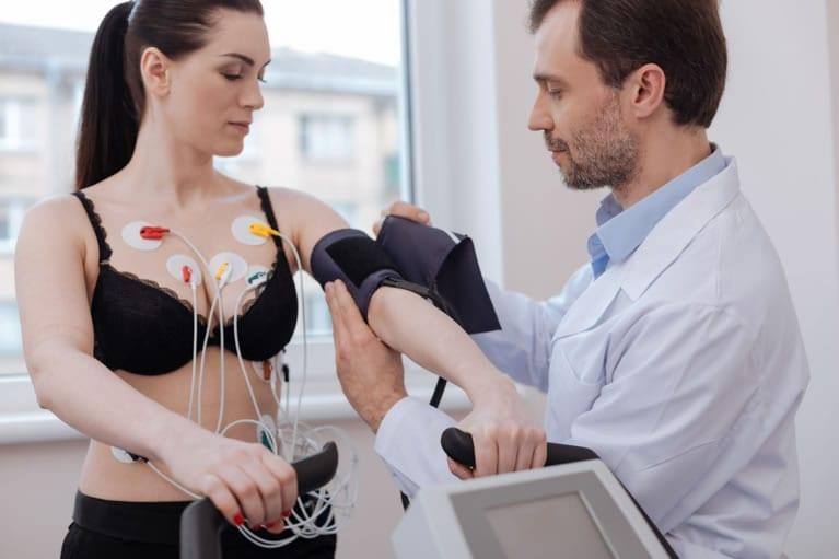 Qual objetivo do exame de eletrocardiograma?