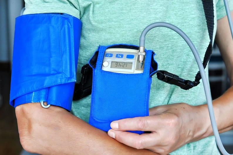 Aluguel vs Comodato de equipamentos médicos