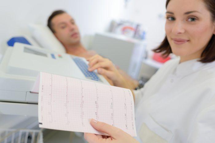 O eletrocardiograma pode ser realizado por um técnico em enfermagem do trabalho