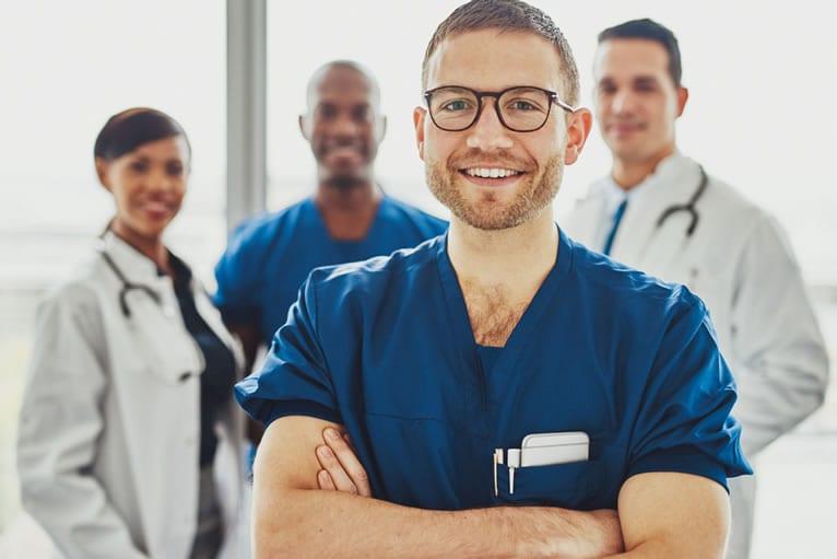 Técnico em enfermagem deve mostrar sempre um sorriso dentro da equipe e com os pacientes