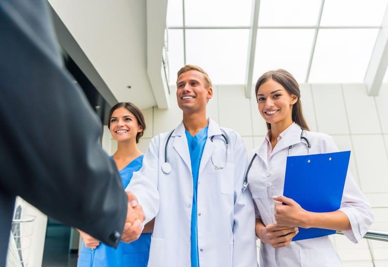 o que faz um gestor de clínica médica?
