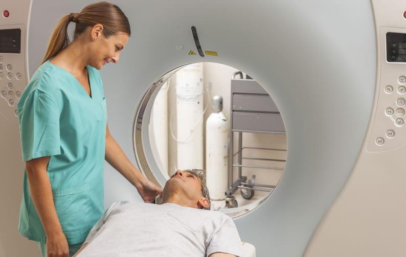Como é feita a ressonância magnética com contraste