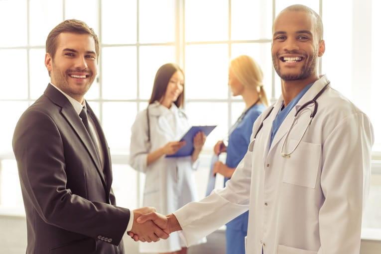 O que é a administração de clínica médica?