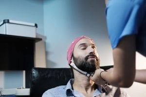Eletroencefalograma em sono e vigília: para que serve e como funciona