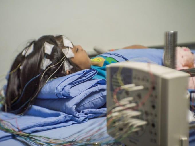 Fases do exame de eletroencefalograma em sono e vigília