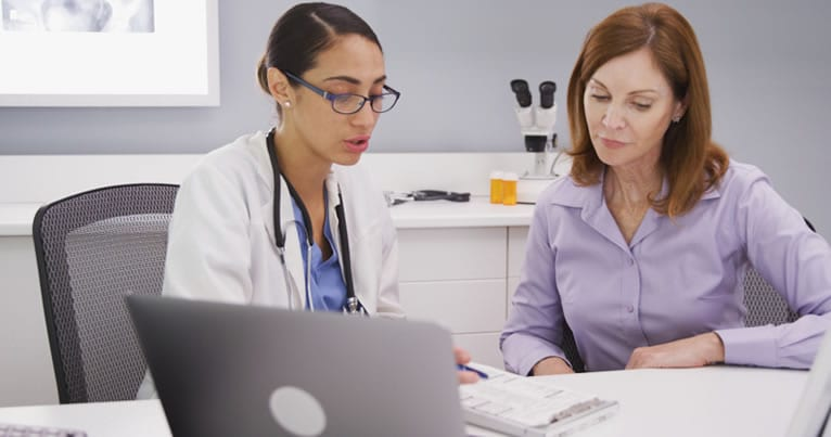 O que deve conter o histórico do paciente?