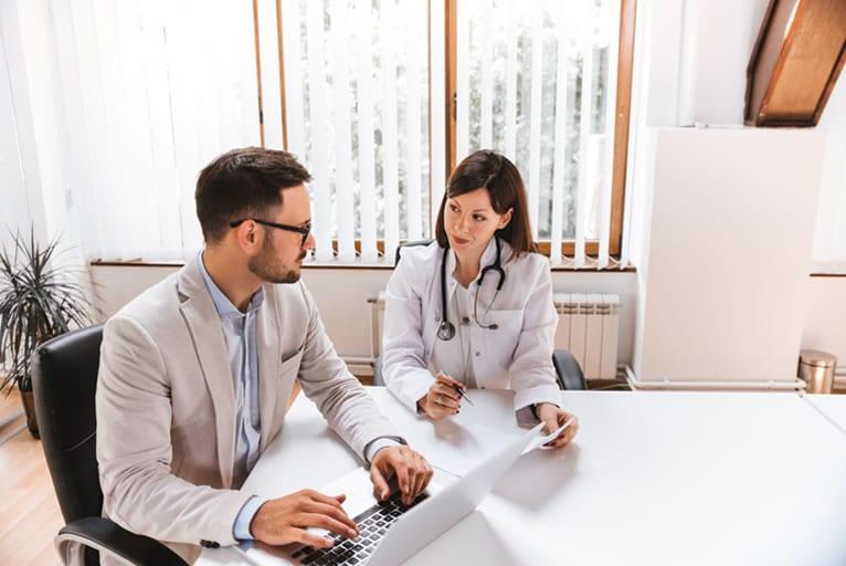 Qual a importância da regularização de clínica médica?