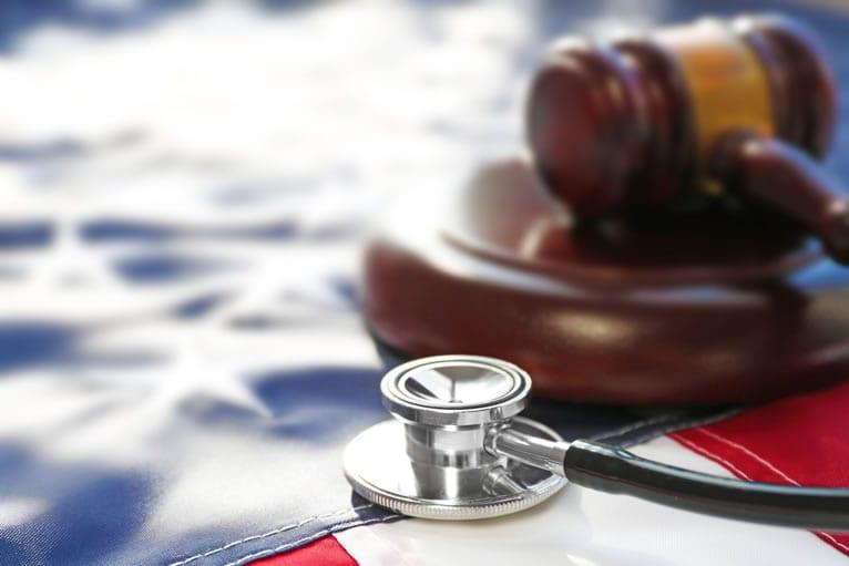 Outras leis e resoluções importantes na regularização da clínica médica