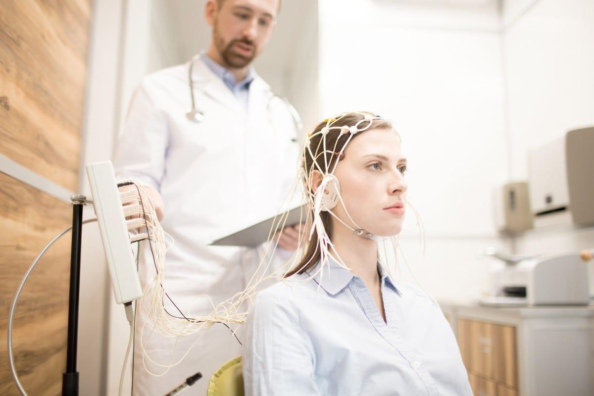 aparelho de eletroencefalograma