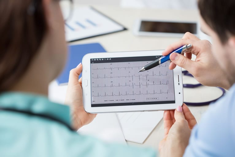 Conceito de laudo de Eletrocardiograma a distância