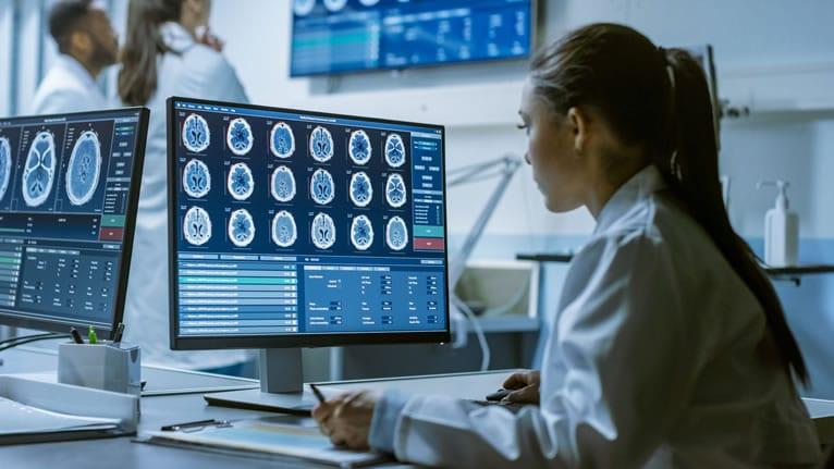 Quais as vantagens da utilização dos diagnósticos a distância nos exames neurológicos?