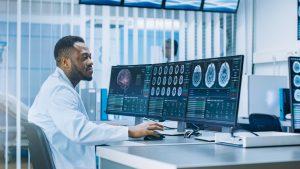 Saiba como ser um profissional atualizado com as novas tecnologias da saúde na era digital