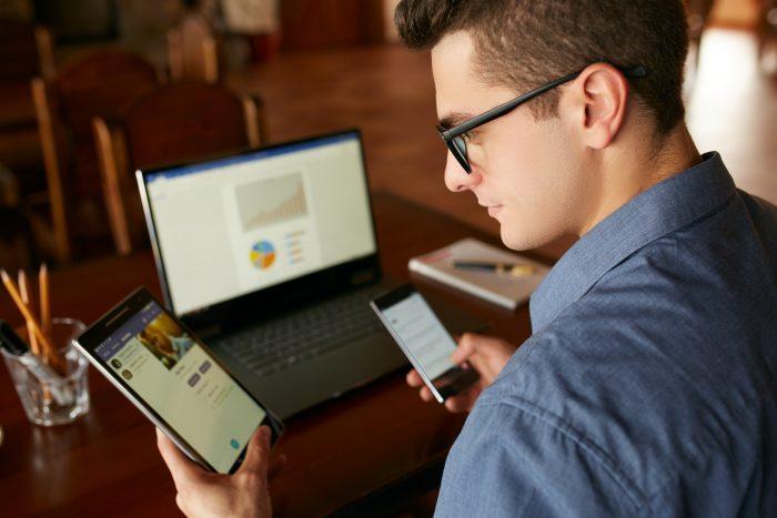 Os pacientes são notificados sobre a consulta online 1 hora antes via SMS e email
