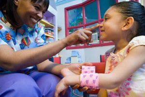 A humanização na enfermagem visa garantir que o paciente tenha um atendimento digno e apropriado