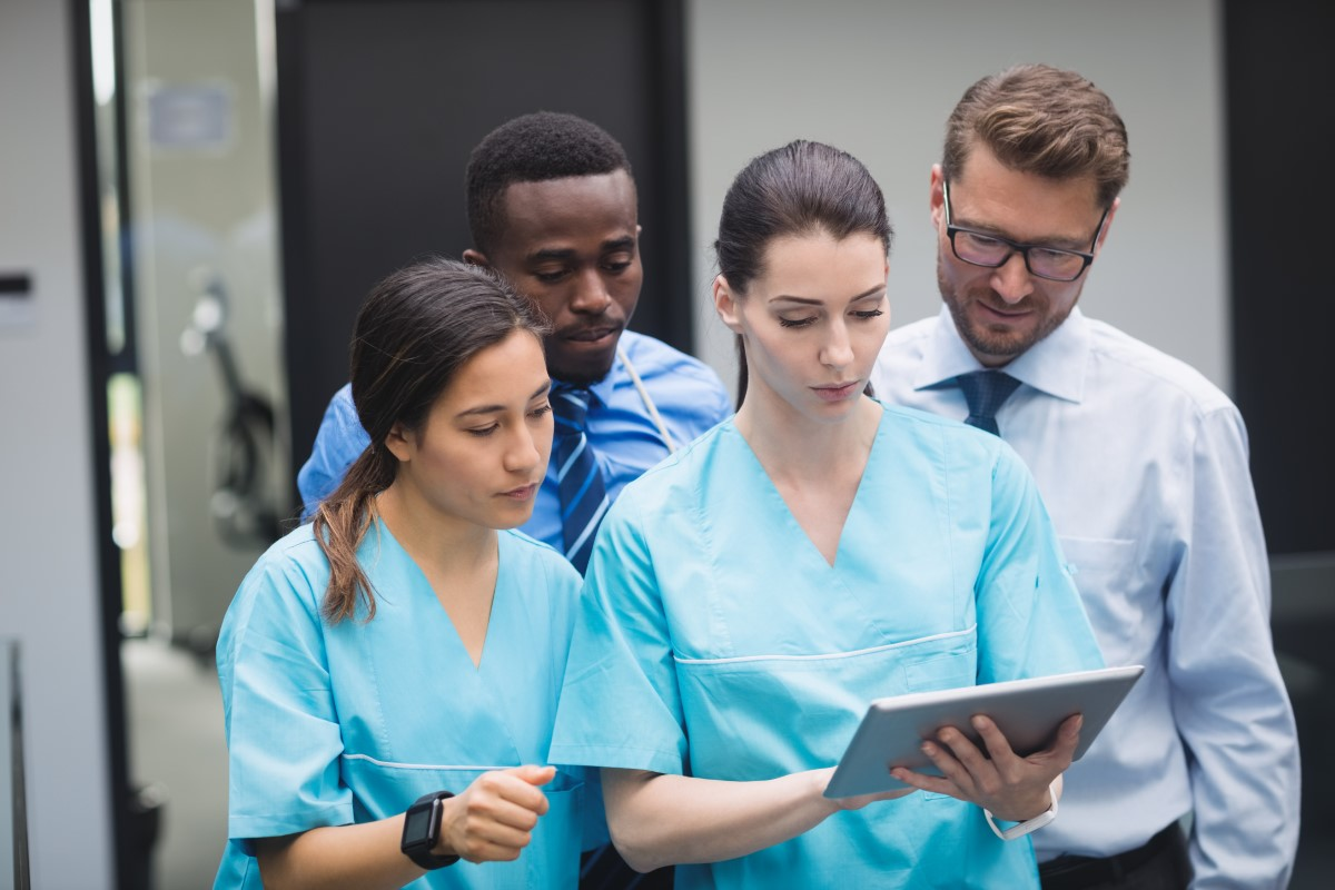 Equipe médica utiliza recursos do prontuário digital