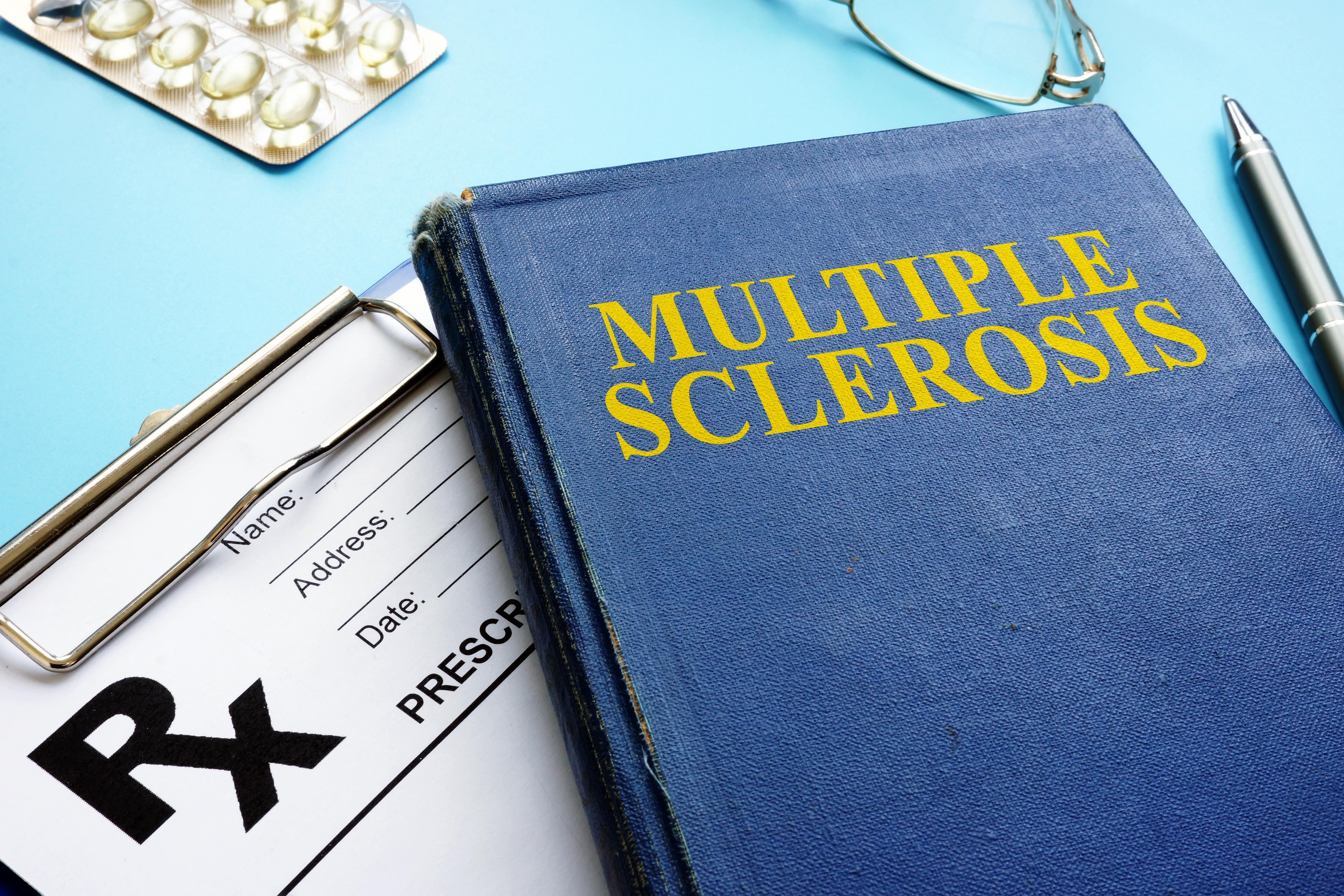 Quais são os sintomas da esclerose múltipla?